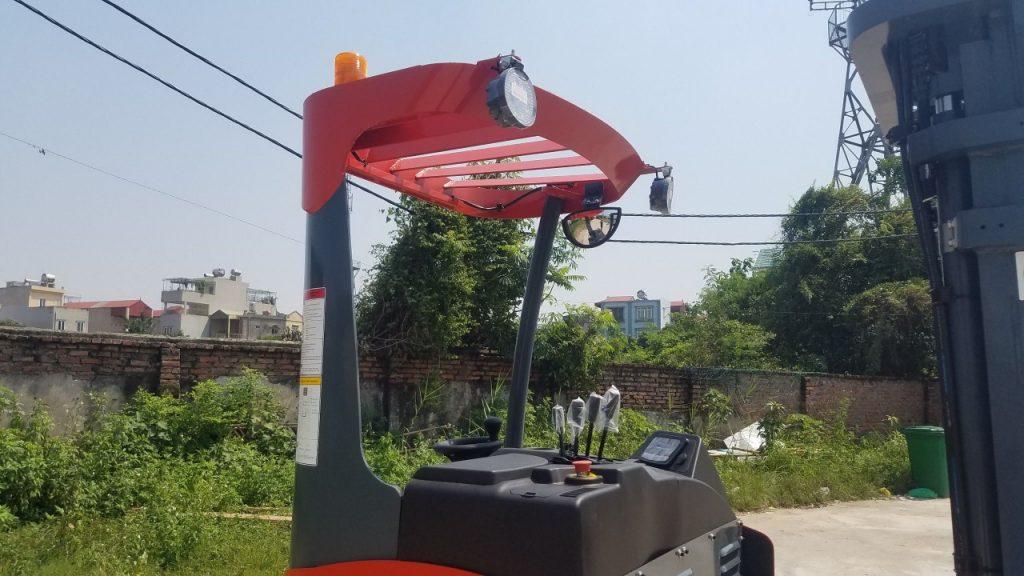 hệ thống đèn xe nâng điện đứng lái heli