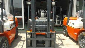 xe nâng heli 1-1.8 tấn chạy dầu diesel