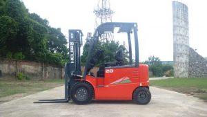 xe nâng 2 tấn chạy điện
