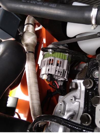 đoạn ruột gà lắp ở hệ thống ống xả trên xe nâng hàng heli 3 tấn
