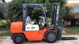 Tìm hiểu về giá xe nâng Trung Quốc tại Việt Nam