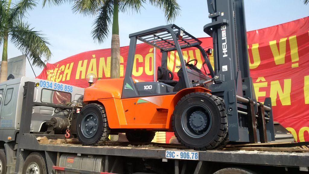 xe nâng 10 tấn heli được bàn giao cho khách hàng