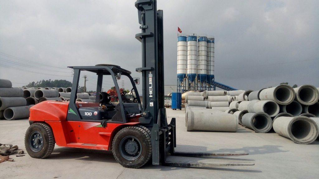 xe nâng 10 tấn heli tại nhà máy sản xuất ống cống