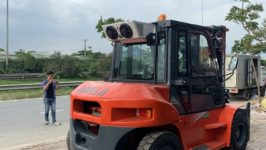 Xe nâng 7 tấn lắp cabin dùng cho nhà máy luyện kim